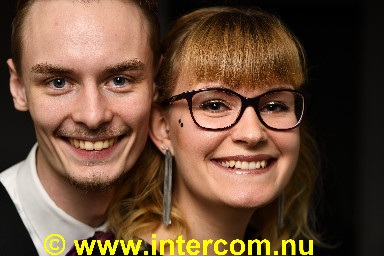00 55 Young couple_85M1099